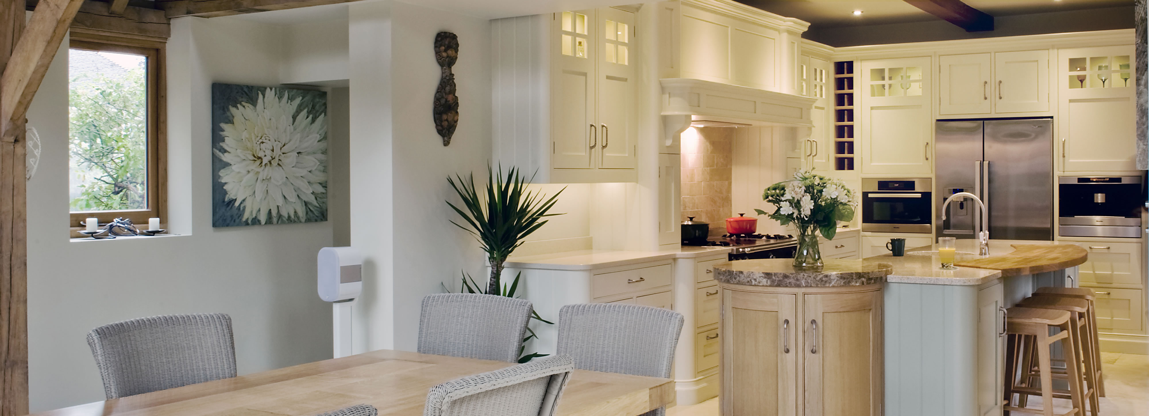 Classic kitchen design and installation surrey raycross for Classic kitchen design
