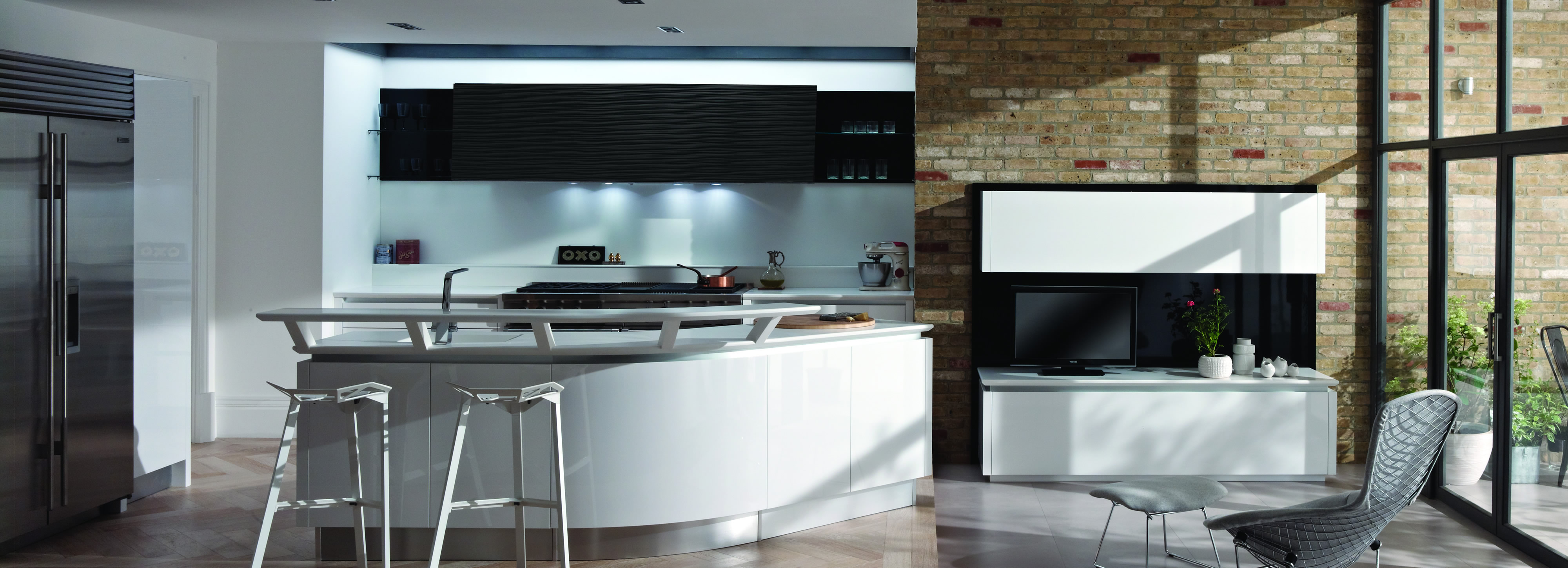 Curved Kitchen by Metris